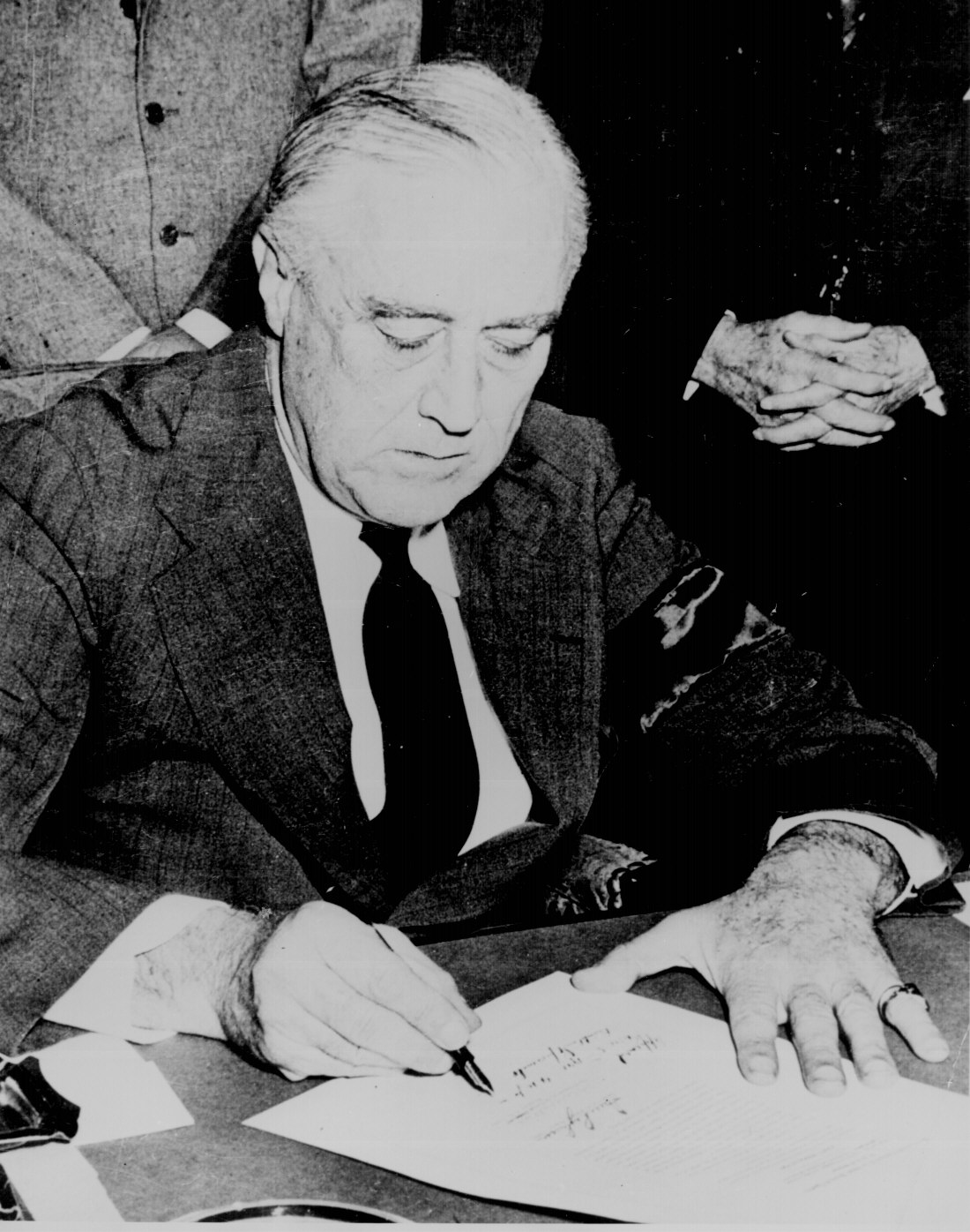 president franklin d roosevelt is commonly thought of as a liberal and president herbert c hoover as 1984 dbq -_roosevelt_and_hoover 1 the president franklin d roosevelt is commonly thought of as a liberal and president herbert c hoover as.