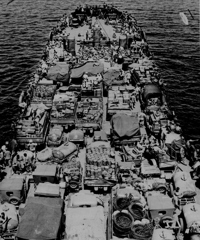 US Marines Invading New Britain 1943