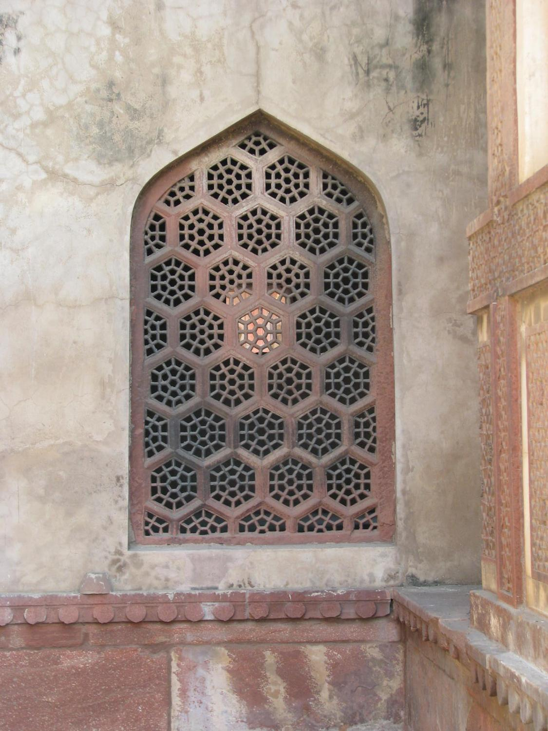 detailed window of agra fort in india