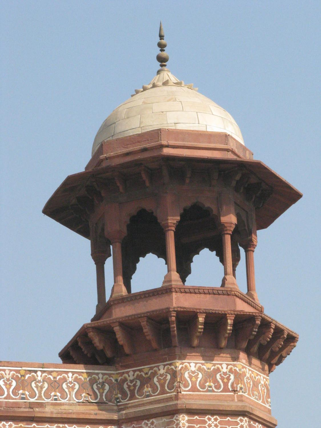 Minaret at the mosque of the Taj Mahal in Agra, India.